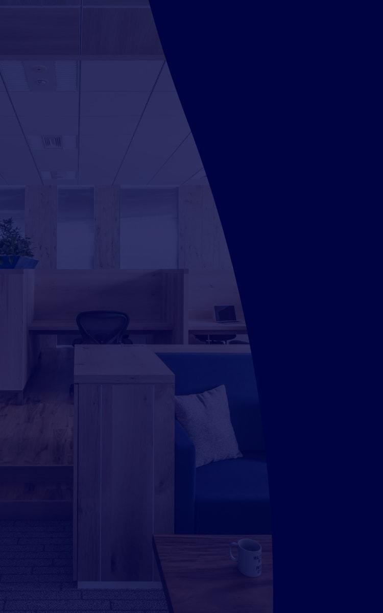 オフィスの雰囲気を背景に用いた写真