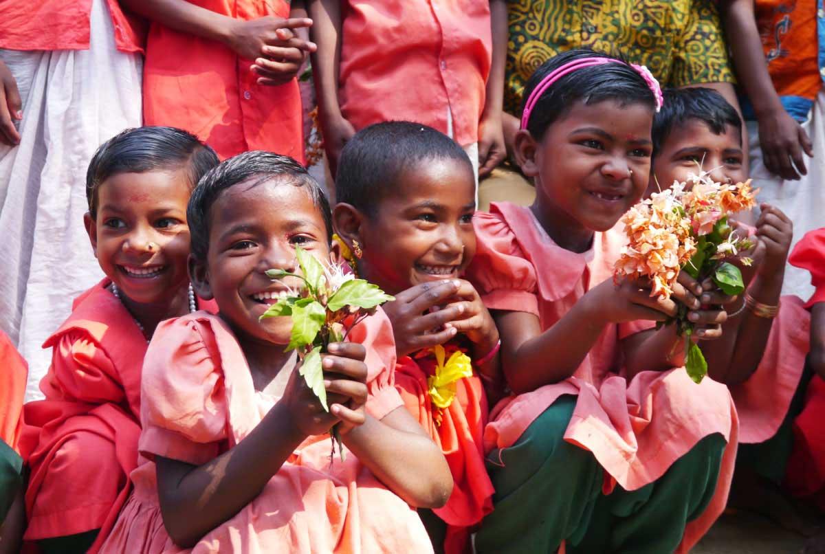 南アジアの貧しい人々の生活問題解決に向けた活動のイメージ