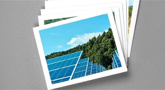 太陽光発電等のプロジェクトの写真を重ね、これまでの実積を紹介するイメージ画像